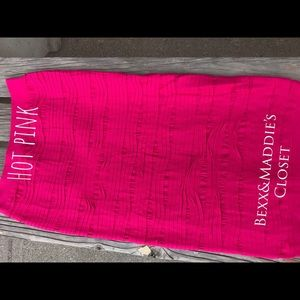 Dresses & Skirts - New hot pink ladies stretchy pencil skirt